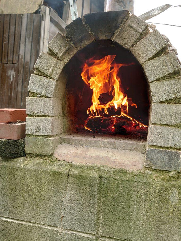 石窯の火入れ